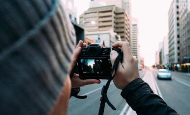 """周讯:人民日报称优质内容将成为短视频平台制胜绝招;头条回复""""悄悄""""复活内涵段子"""